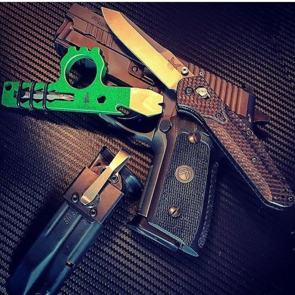 Benchmade - Tag #HouseOfGuns for a feature!💥 #Repost 2anightowl ・・・ Had to include a little green in today's carry courtesy of wise_men_company latest #wiseguy...